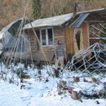 Murs isolés en Copeaux de bois, et toit en mélange Terre/ Paille